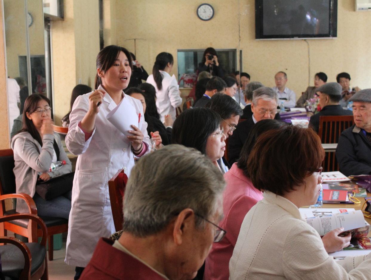 北京市月壇敬老院工作人員者介紹服務概況。