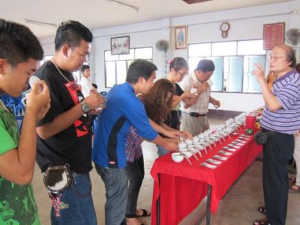 邀請國內製茶專家前往泰北舉辦茶葉製作講習