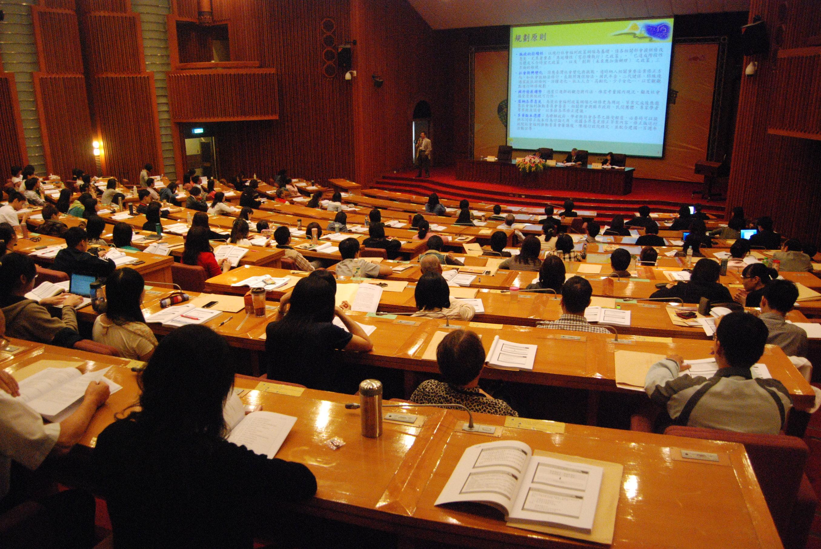 社福100‧專業滿載研討會-專家學者專業滿點分享台灣社會福利發展歷程