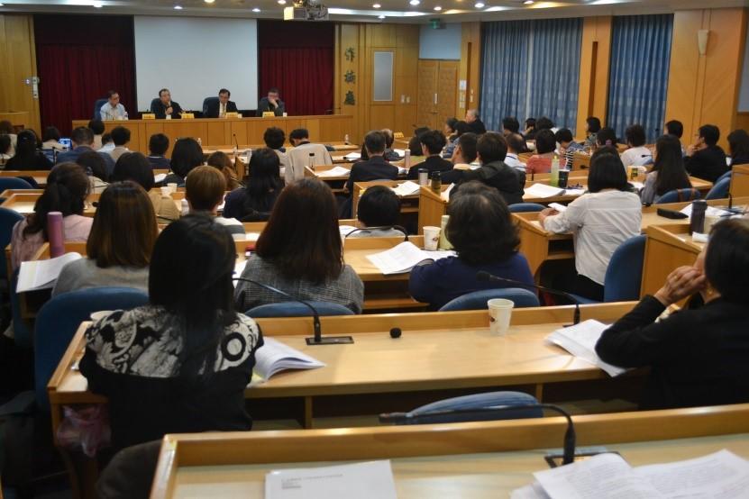 研討會座無虛席,與會者專注聆聽發表人分享交流之意見(107.11.09)
