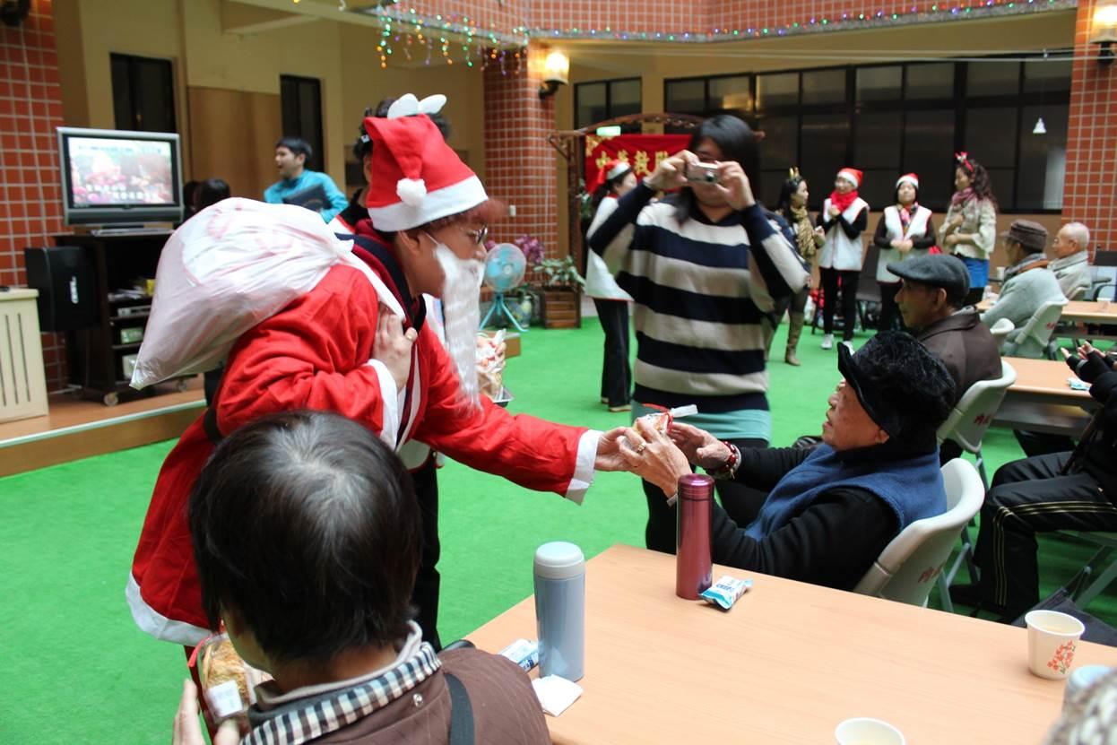 志願服務—聖誕歡欣,關懷長者。