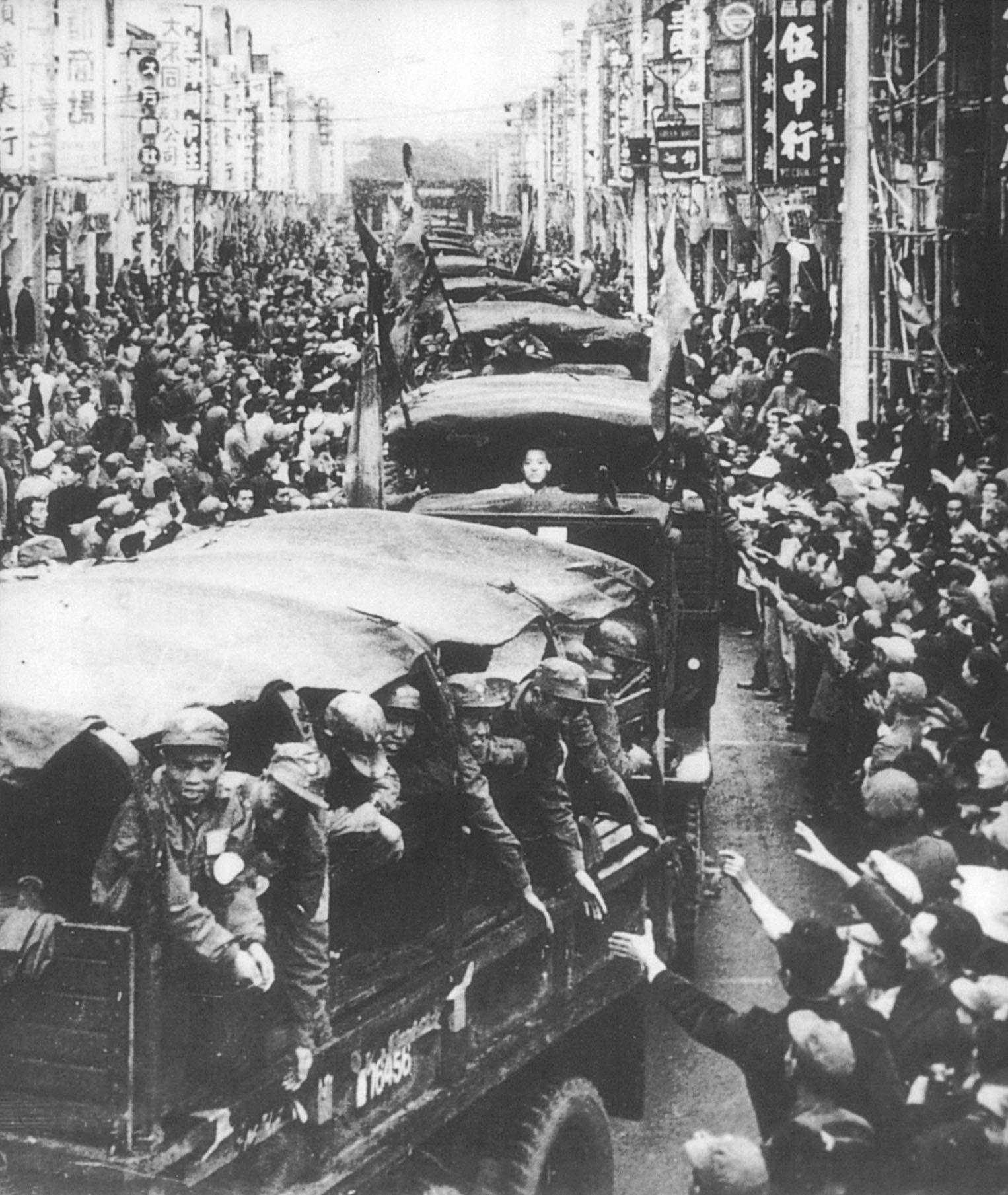 台北市民熱情歡迎返國的韓戰反共義士