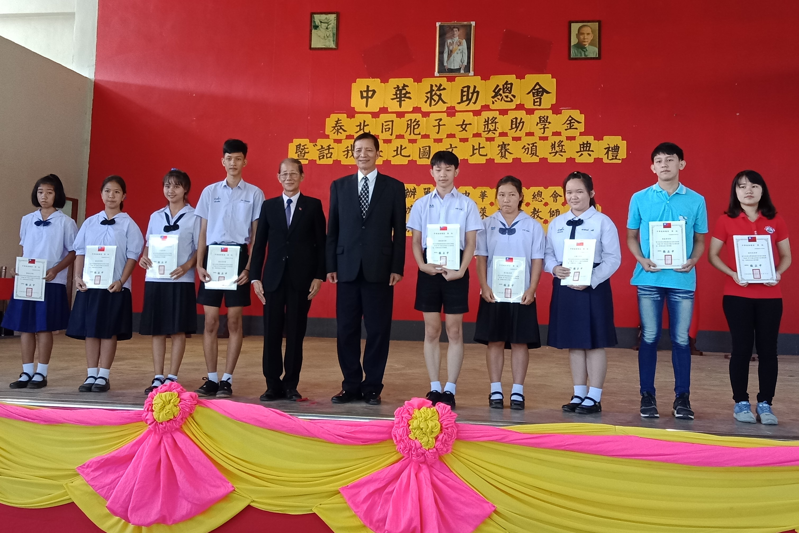 僑務委員會高建智副委員長出席並於輝鵬村中華中學頒發獎助學金