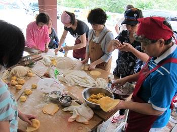 社區關懷–輔導偏鄉部落婦女麵點製作技術。