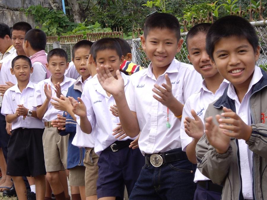 振興教育,為華裔學子的未來展亮希望。